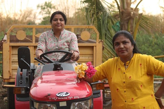 Donas de casa transformam rosas orgânicas em produtos naturais, ganham em lakhs 2