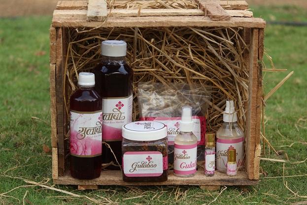 Donas de casa transformam rosas orgânicas em produtos naturais, ganham em lakhs 7