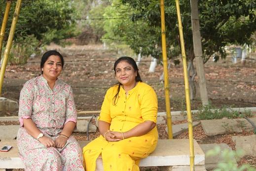 Donas de casa transformam rosas orgânicas em produtos naturais, ganham em lakhs 8