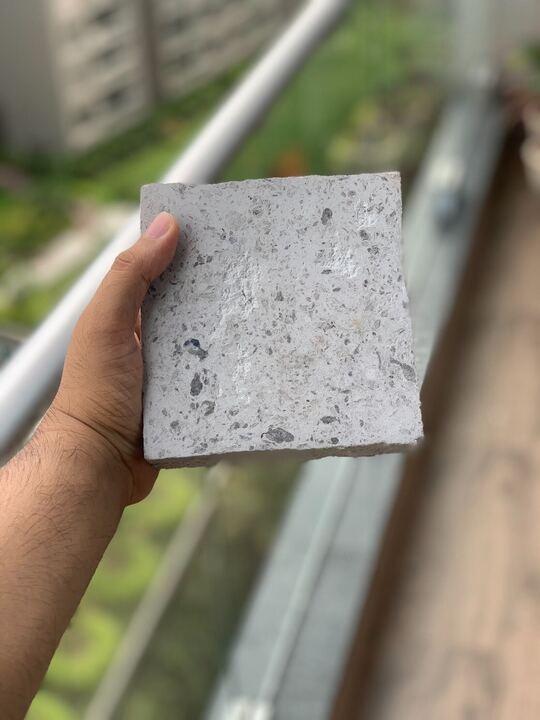 O 'Recycle Man' da Índia pode converter kits de EPI usados e máscaras faciais em tijolos 3