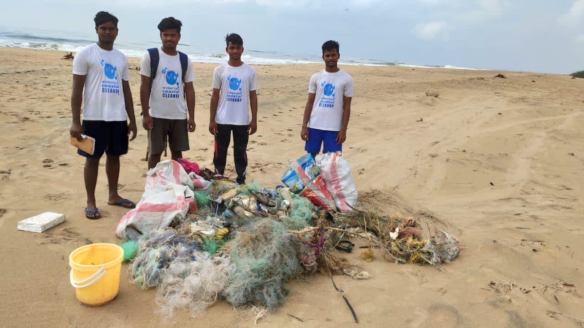 Walking For 6 Hours a Day, Odisha Group Clear 5 Tons of Beach Waste With Bare Hands