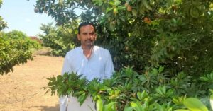 Rajasthan Farmer Grows 9000 Pomegranate Shrubs Despite Desert Storms