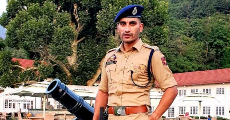 Kashmir Cop Turns COVID Warrior, Helps 1,000 Households Despite No Cash Donations